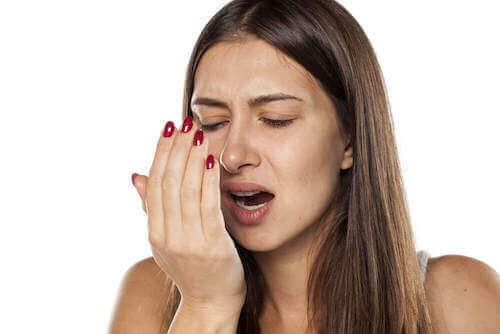 le thé à la menthe permet de lutter contre la mauvaise haleine