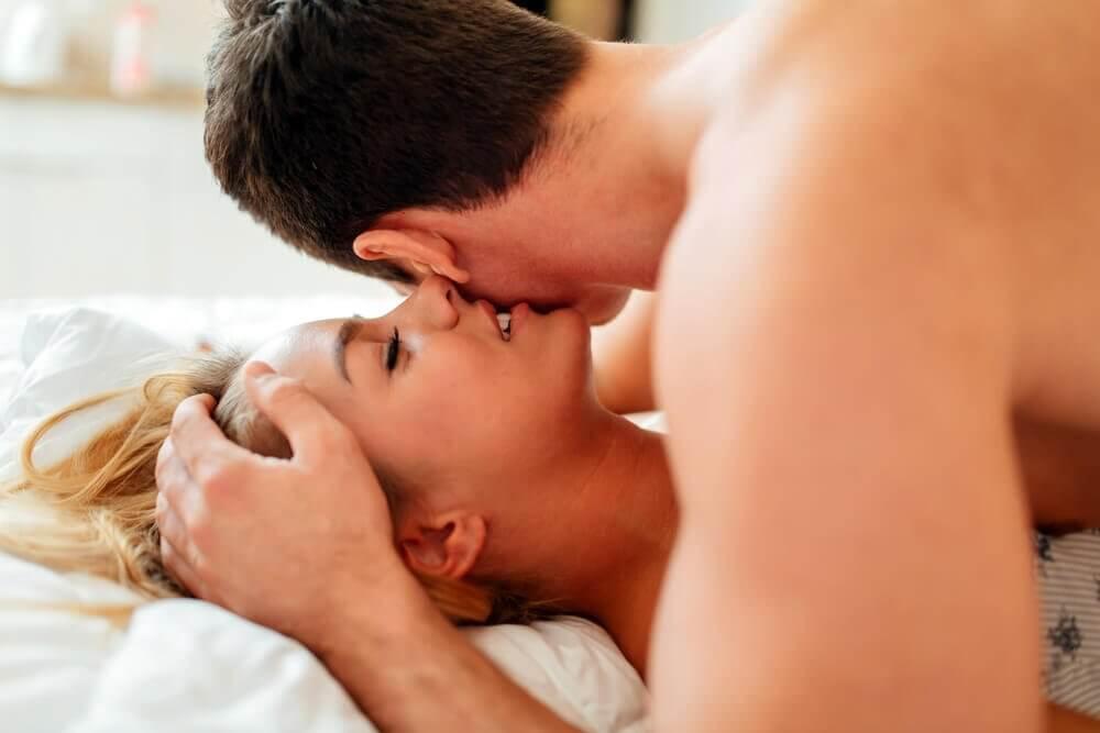 Stimuler le désir sexuel par le scénario.