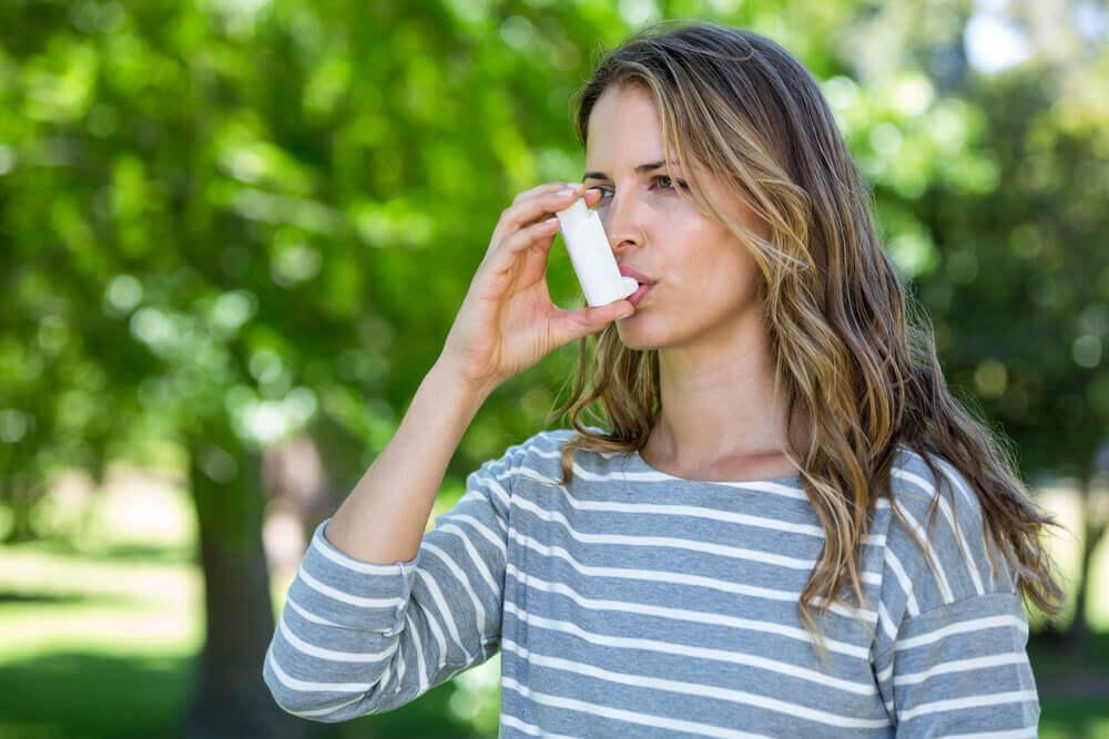 Est-il possible de contrôler l'asthme et d'en soulager les symptômes ?