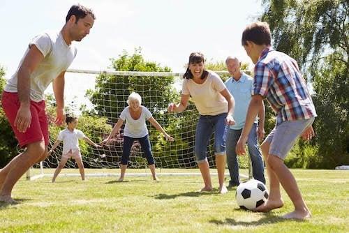 passer du temps dans le jardin en famille