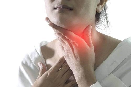 Soulagez les symptômes de la pharyngite grâce à ces 5 remèdes naturels