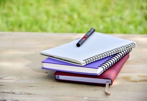 fabriquer des bloc-notes avec de vieux cahiers