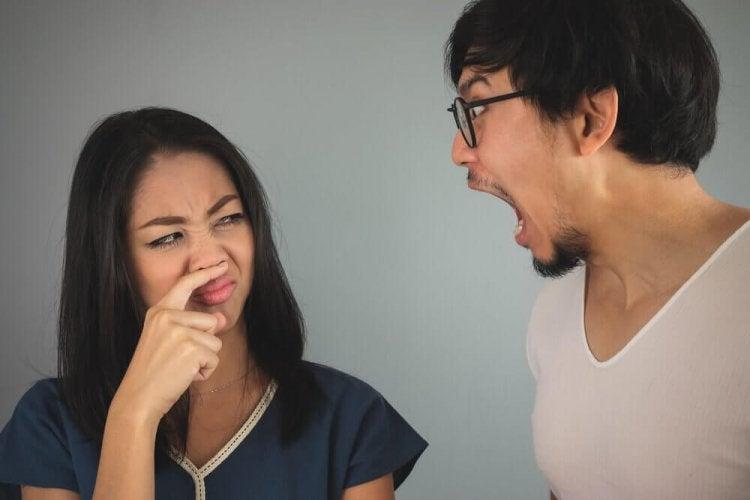 3 bains de bouche pour soulager la mauvaise haleine