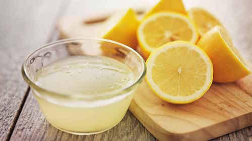 Le citron est bon pour blanchir les joints