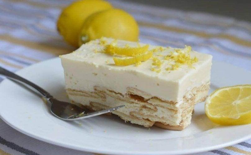 Recette de gâteau au citron et à la crème.