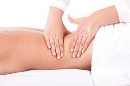 Les massages pour réduire les noeuds dans le dos.