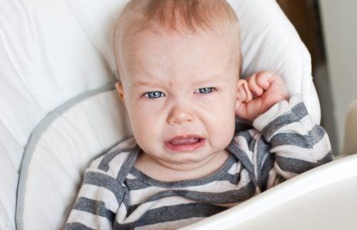 La douleur d'une otite chez les enfants