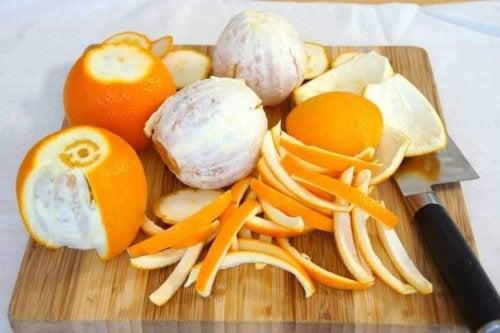Écorces d'oranges.