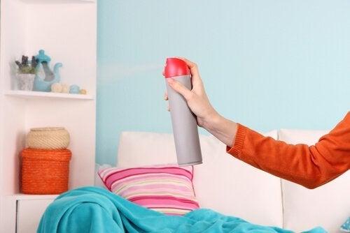 5 façons d'éliminer l'odeur d'humidité dans un espace clos