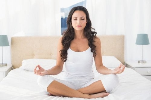 Exercice de respiration en cours de yoga