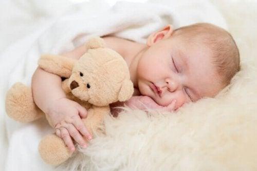 Extérogestation : faites dormir votre bébé avec vous.