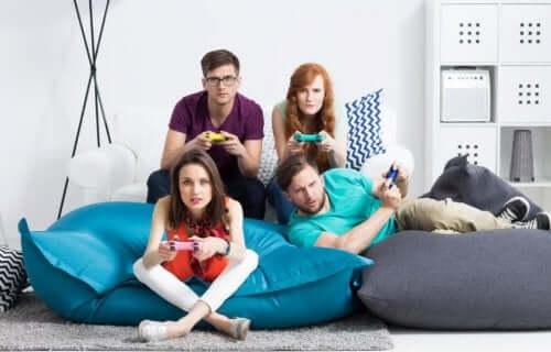 Famille qui joue aux jeux vidéos