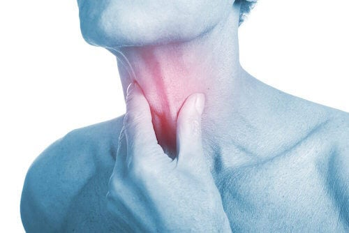 4 remèdes antibiotiques naturels pour soulager une infection de la gorge