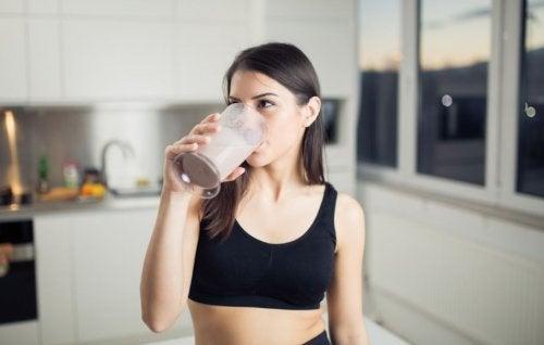 Une bonne hydratation est d'autant plus importante dans un régime protéiné.