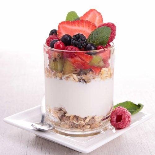 muesli et fruits pour le petit-déjeuner