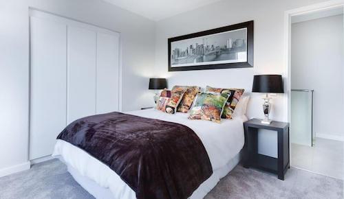 une chambre propre et rangée