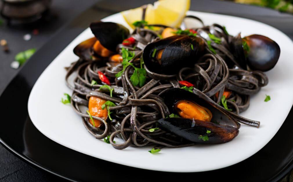 délicieuses pâtes : recette de spaghettis noirs aux pétoncles