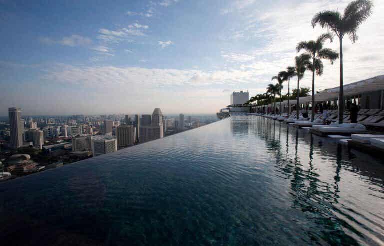 Découvrez 8 piscines incroyables en forme d'objet