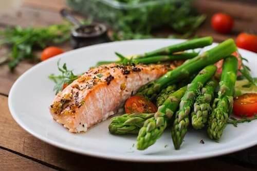 Manger du poisson aide à réguler le cholestérol