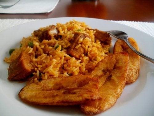 Recette de riz à la banane rouge.