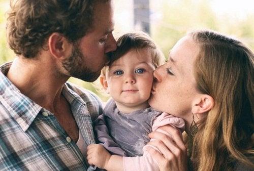 Réflexion sur l'importance laissée aux parents modèles.