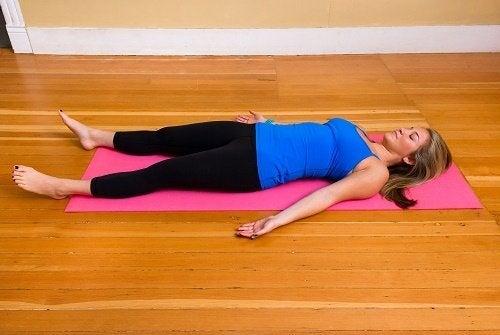Relaxation des muscles en cours de yoga