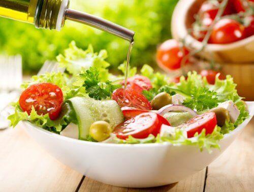 Une salade pour un menu pour les diabétiques.