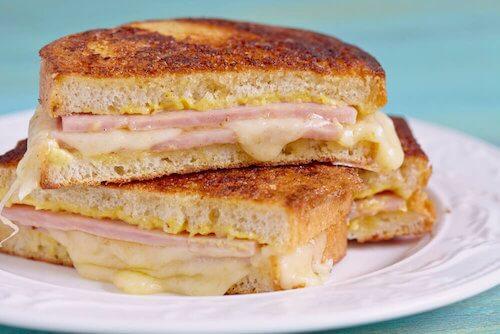 Apprenez à préparer un délicieux sandwich Monte Cristo