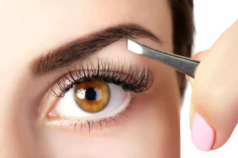 Comment obtenir des sourcils plus épais avec des remèdes naturels
