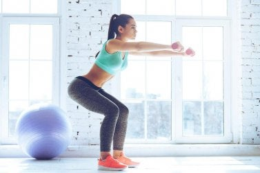 Des squats pour se muscler les jambes