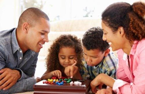 Apprenez à vos enfants à travailler en équipe avec les jeux de société.