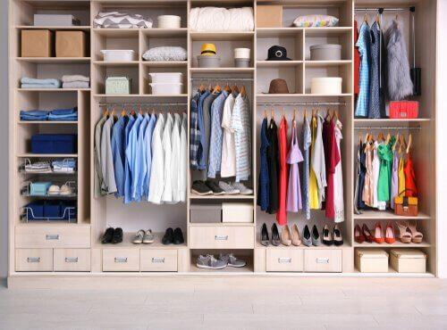 Fabriquez vos propres organisateurs de vêtements avec ces simples matériaux
