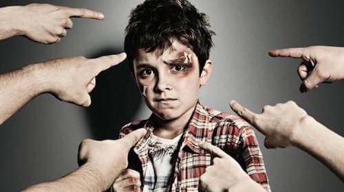 une intimidation par la violence chez l'enfant