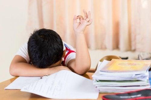 le coucher tardif des enfants augmente leur fatigue