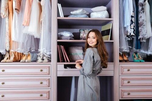 6 accessoires que toute femme devrait avoir dans son placard