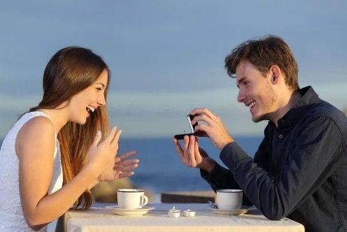 Comment vous fiancer avec votre partenaire sans sacrifier vos besoins