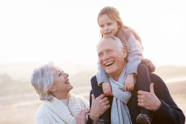 Les grands-parents ont un amour inconditionnel pour leurs petits-enfants