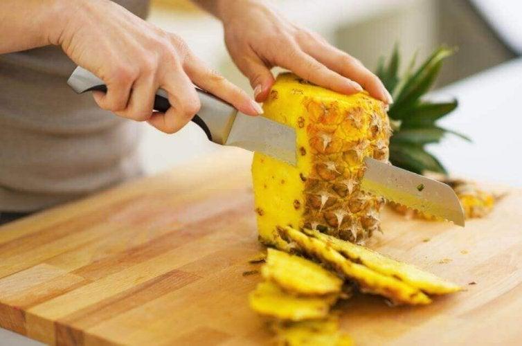 Salades à l'ananas aux épinards.