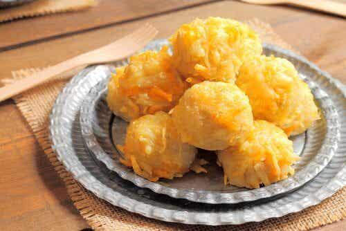 Délicieuses boulettes de viande farcies au fromage et à la banane mûre