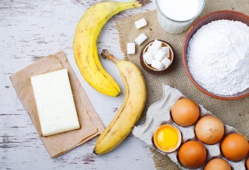 Les ingrédients pour un gâteau à la banane