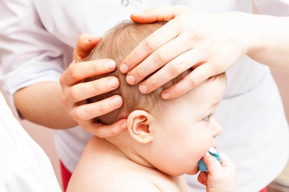 Que faire si mon bébé tombe et se fait mal à la tête ?