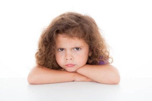 un enfant qui demande de boire avant d'aller au lit : un caprice ?