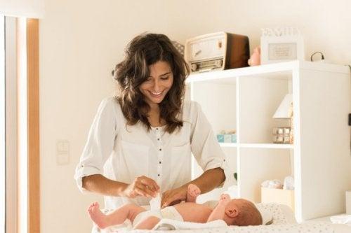 apparition de boutons de chaleur chez les bébés à cause des couches
