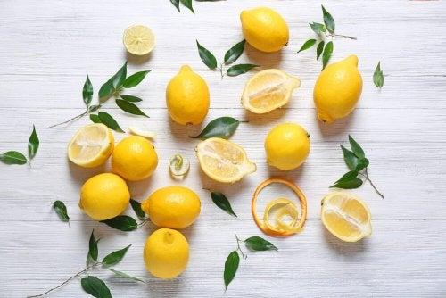 Décoration avec des citrons.