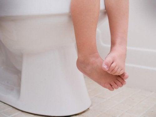 combattre la constipation chez les enfants : enseigner la routine des toilettes