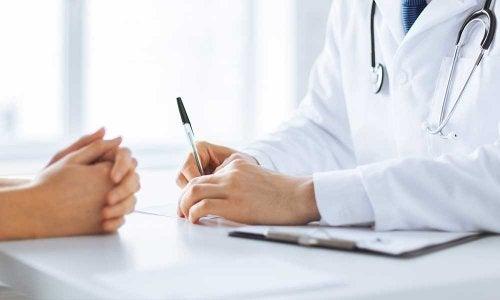 consultation médicale d'une personne atteinte du cancer du poumon