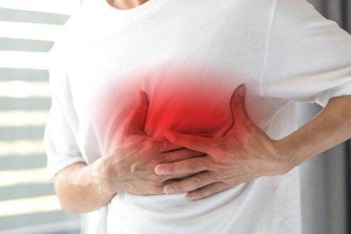 douleurs cardiaques causées par les aliments transformés