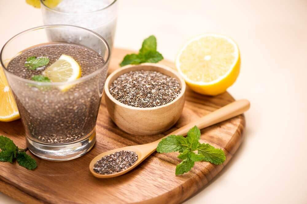 Eau avec citron et graines de lin: une bonne façon de maigrir?