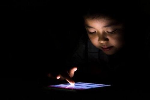 Mon enfant est accro à la tablette