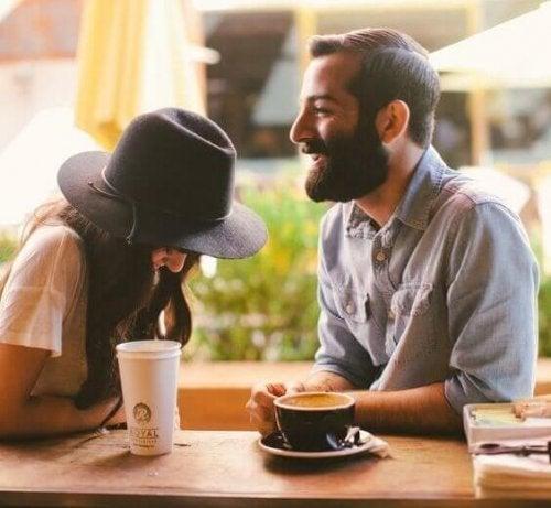 Éviter de se plaindre lors d'un premier rendez-vous amoureux.